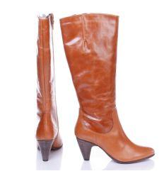 Pier One magassarkú női bőr csizma, belül vékony szivacsos jellegű béléssel (7129920)
