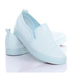 Egyszínű, lyukacsos, műbőr anyagú női slip-on cipő (NB95)